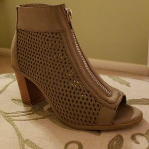 Report Faux Suede Taupe shoes (Size 8)